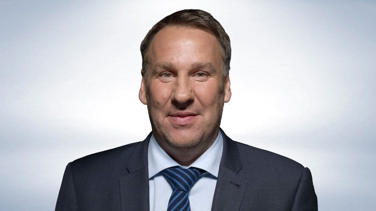 Chelsea to beat Spurs? Man Utd to struggle at home? Paul Merson's Premier League predictions: http://skysports.tv/H8FJsi