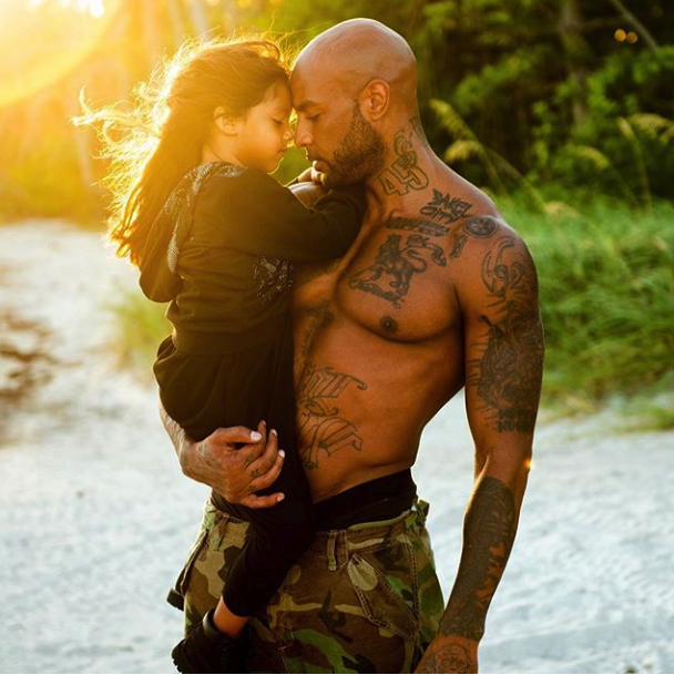 Belle Photo De Famille De Booba Et Sa Fille