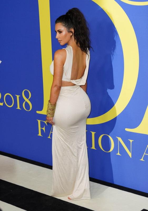 Kim Kardashian en tenue moulante et sexy aux CFDA Fashion Awards